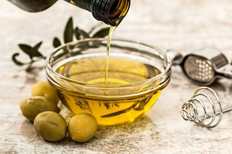 Domowe kosmetyki – jak używać oliwy w codziennej pielęgnacji?