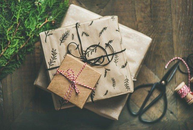 Oryginalne prezenty na Święta Bożego Narodzenia – pomysły na każdą kieszeń!