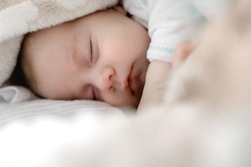 Wyprawka dla niemowlaka – co powinno się w niej znaleźć?